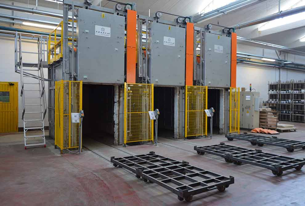 Manual chamber furnaces for annealing